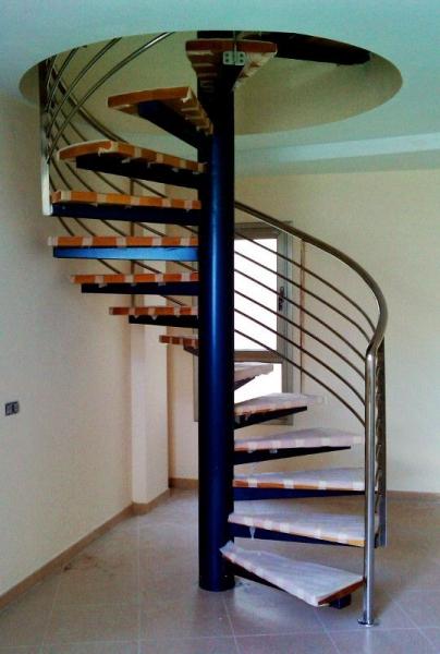 Escalera de caracol metálica