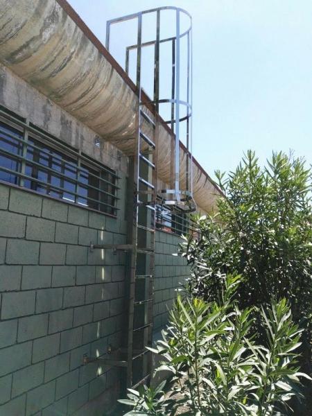 Escalera inox acceso a cubierta