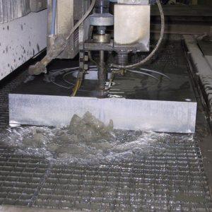 Corte de plancha de aluminio macizo